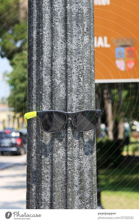 sunglasses Lifestyle Freizeit & Hobby Ferien & Urlaub & Reisen Tourismus Ausflug Schönes Wetter Pflanze Stadt Verkehr Mode Sonnenbrille Stein Coolness gelb grau