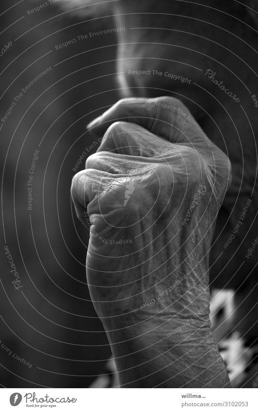 hand einer seniorin - momente der erinnerung Hand Runzeln Hautfalten Finger Senior Männlicher Senior Ruhestand Erinnerung nachdenken old age pension Mensch