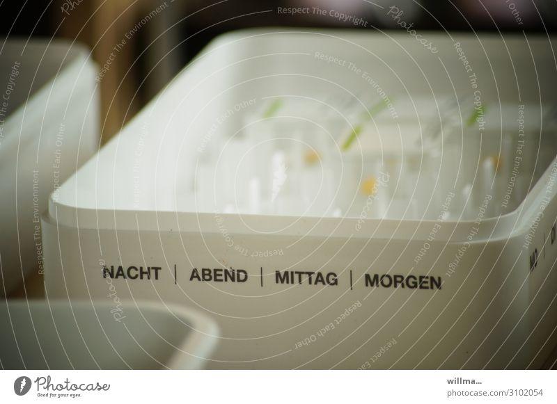 medikamente in plastikbehälter - sparmenü Medikament Krankenhaus Pflegeheim Tablette Krankenpflege Krankheit Schriftzeichen Gesundheitswesen Behandlung