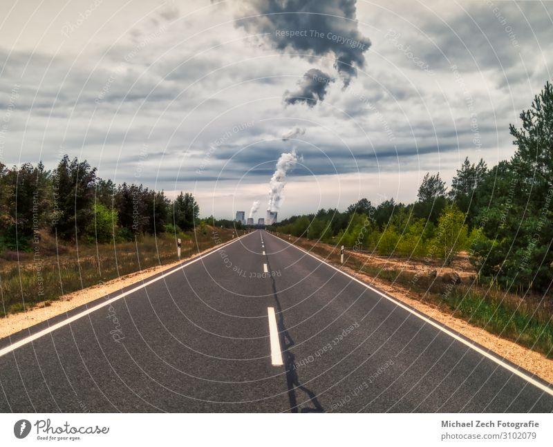 endlose Straße zum Kraftwerk Boxberg in Deutschland Meer Fabrik Industrie Technik & Technologie Umwelt Natur Landschaft Pflanze Himmel Wolken Klima Ruine