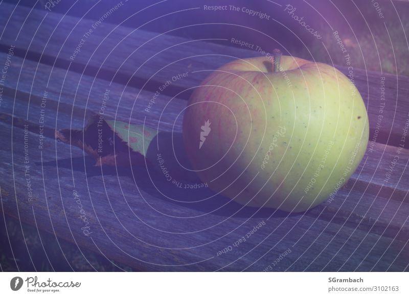 Apfel Lebensmittel Frucht Ernährung Bioprodukte Natur Herbst Garten frisch Gesundheit natürlich saftig sauer süß gelb grau grün rot Zufriedenheit ruhig Klima