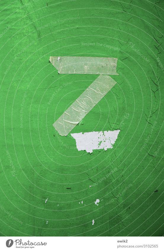 Zu spät z Großbuchstabe Litfaßsäule Papier Rest Schriftzeichen alt einfach trashig trist grün Klebeband Zahn der Zeit kaputt Farbfoto Außenaufnahme