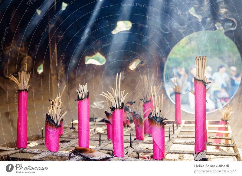 Räucherstäbchen in einer Tempelanlage in Kamakura Japan Rauchen rosa Glaube Religion & Glaube Tradition Buddhismus Spiritualität Asien Asiate brennen glühen