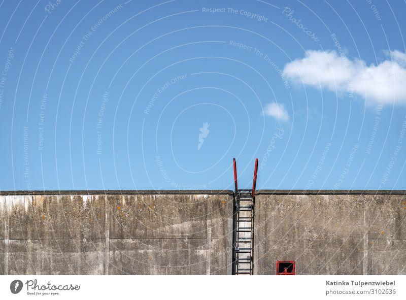 Auf- oder Abstieg? Industrie Hafen Architektur Mauer Wand Treppe Güterverkehr & Logistik Schifffahrt Bootsfahrt Anker An Bord Stein Metall blau grau rot weiß