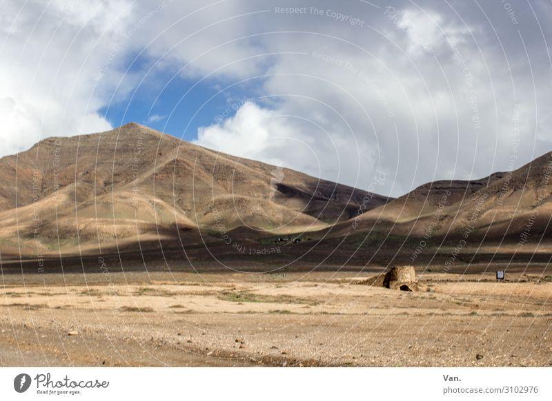 Lanzarote Ferien & Urlaub & Reisen Ferne wandern Natur Landschaft Erde Himmel Wolken Sommer Hügel Berge u. Gebirge trocken braun karg Farbfoto Außenaufnahme