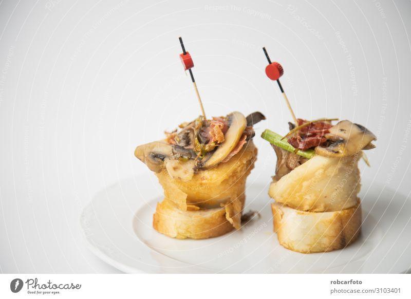 Spanische Tapas. Fleisch Gemüse Brot Mittagessen Abendessen Tisch Küche Restaurant Holz Tradition Lebensmittel Spanien typisch Schinken Serrano Snack