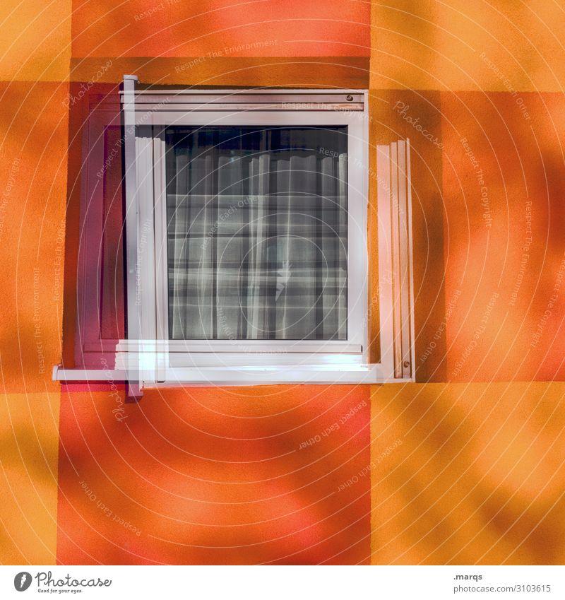 Fenster zum Herbst Fassade Streifen Häusliches Leben einfach violett orange rot Farbe Doppelbelichtung Farbfoto Außenaufnahme Menschenleer Textfreiraum links