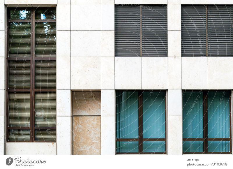 Fassade blau weiß Haus Fenster braun grau Häusliches Leben modern Ordnung Bauwerk Bankgebäude