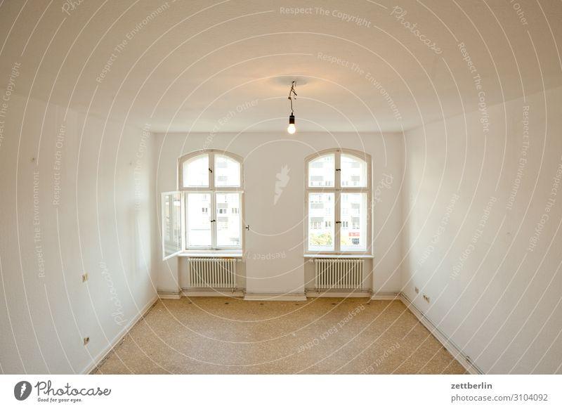 Zimmer nach vorn Menschenleer Raum Innenarchitektur Textfreiraum Wohnung Wohnzimmer Altbau Renovieren Modernisierung Fenster vorderhaus hell