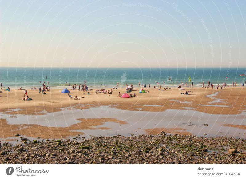 Menschen bei Ebbe am Strand Menschenmenge Wolkenloser Himmel Sonnenlicht Sommer Schönes Wetter Küste Nordsee Meer Schwimmen & Baden Erholung heiß blau braun