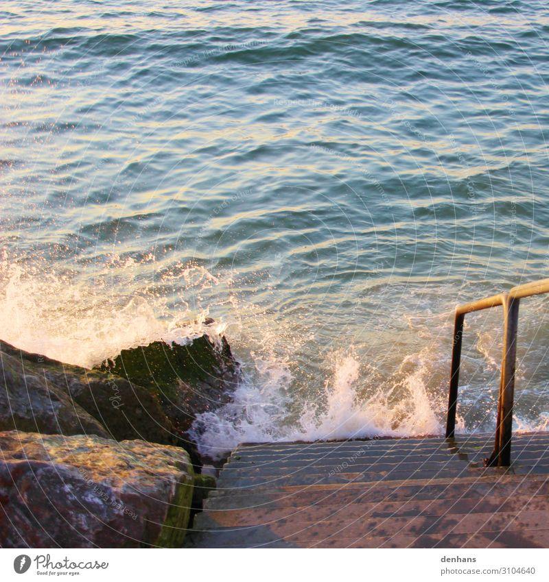 Treppe zum Meer Ferien & Urlaub & Reisen Sommer Umwelt Natur Wasser Klimawandel Wellen Küste Nordsee Erholung bedrohlich maritim nass blau braun türkis Kraft