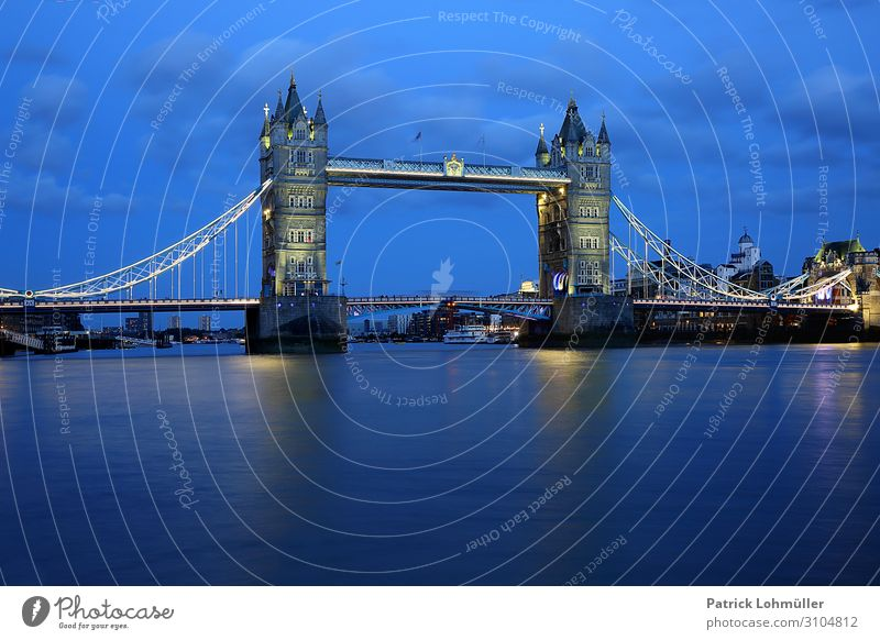 Tower Bridge London Ferien & Urlaub & Reisen Tourismus Sightseeing Städtereise Umwelt Natur Wasser Himmel Wolken England Großbritannien Europa Hauptstadt Brücke