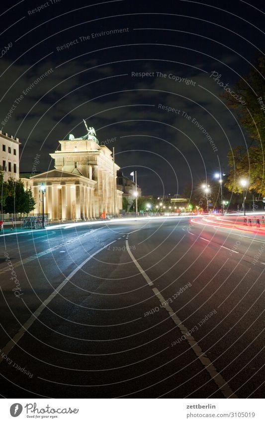Brandenburger Tor Architektur Berlin Deutschland dunkel Dämmerung Hauptstadt Nacht Parlament Regierung Regierungssitz Deutscher Bundestag Spreebogen Verkehr