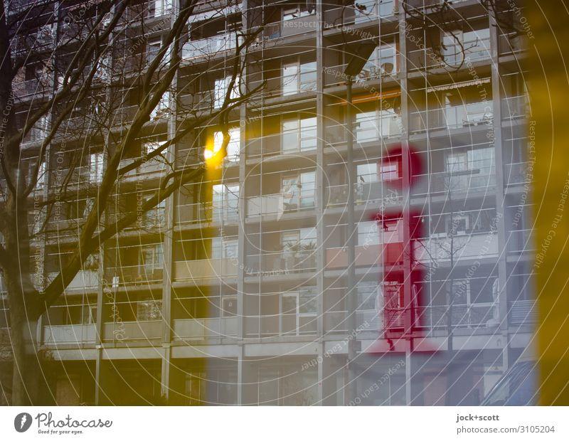 Informationen Reflexion Architektur Winter Tiergarten Plattenbau Gebäude Fassade Schriftzeichen Schilder & Markierungen Logo leuchten eckig retro Design