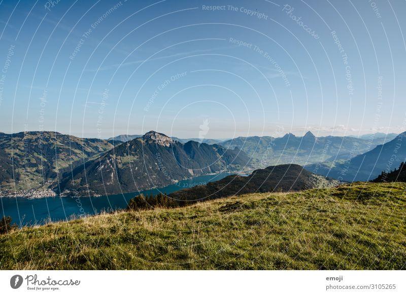 Aussicht vom Niederbauen Richtung Mythen Himmel Natur Sommer blau Landschaft Umwelt Tourismus See Schönes Wetter Wolkenloser Himmel Schweiz Urlaubsfoto