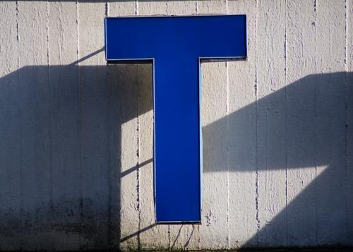 Buchstabe T Leuchtkasten Beton Kunststoff hängen blau authentisch Qualität Stil Schattenspiel Typographie hervorragend Lichtspiel Teile u. Stücke Großbuchstabe