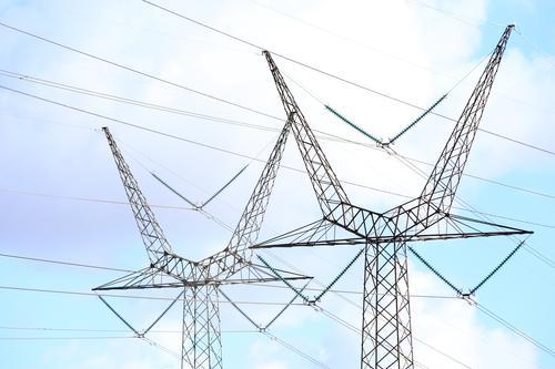 Seilschaften (V) Technik & Technologie Energiewirtschaft Strommast Leitung Hochspannungsleitung Himmel Wolken Schönes Wetter Linie Zusammensein Ausdauer