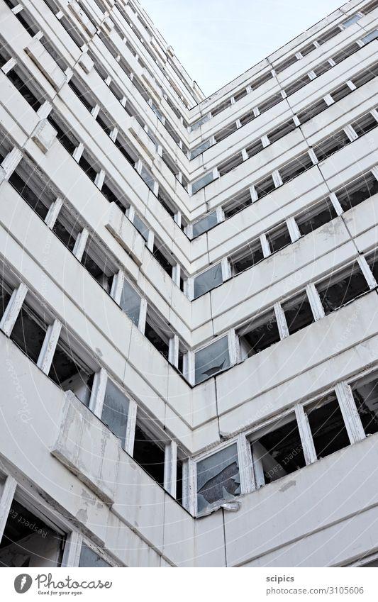 into the sky Himmel Stadt Haus Fenster Architektur Wand Gebäude Mauer Fassade Arbeit & Erwerbstätigkeit Häusliches Leben Hochhaus Beton Baustelle Bauwerk