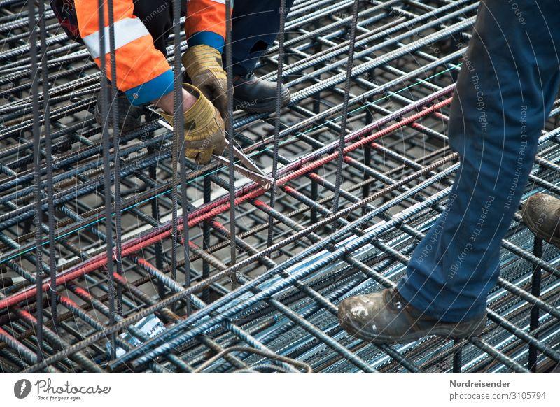 Fingerspitzengefühl | Eisen flechten Hausbau Arbeit & Erwerbstätigkeit Beruf Arbeitsplatz Baustelle Wirtschaft Industrie Werkzeug Mensch maskulin Mann