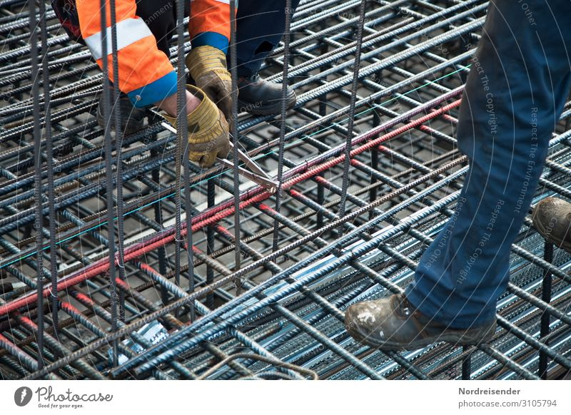 Fingerspitzengefühl   Eisen flechten Mensch Mann Architektur Erwachsene Gebäude Arbeit & Erwerbstätigkeit maskulin Metall Hochhaus Industrie Beton Baustelle