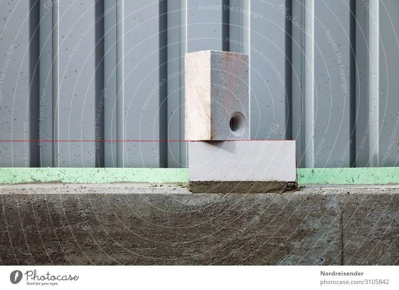 Erster Mauerstein mit Richtschnur Hausbau Renovieren Arbeit & Erwerbstätigkeit Beruf Arbeitsplatz Baustelle Wirtschaft Handwerk Werkzeug Fassade bauen machen