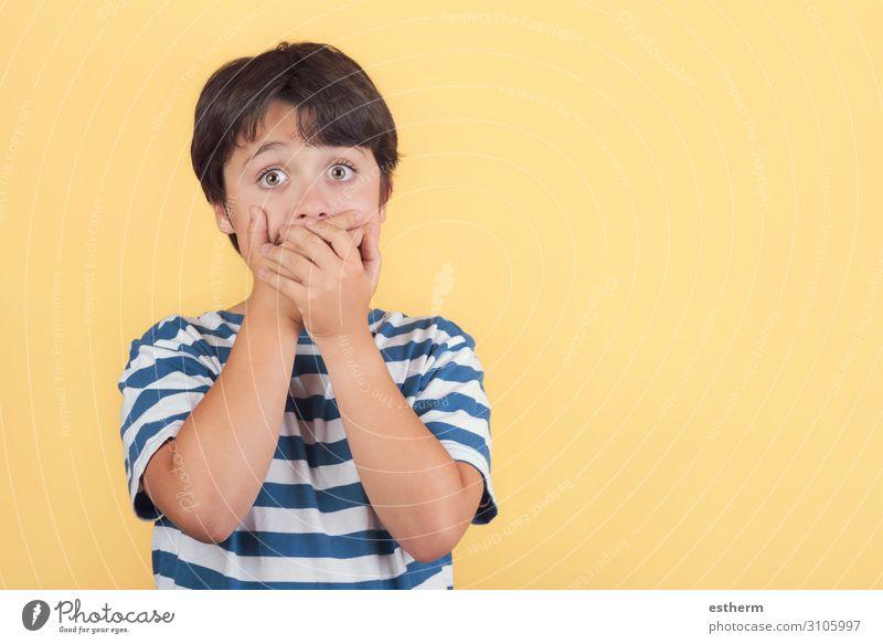 Kind Mensch Hand Traurigkeit lustig Gefühle Bewegung Angst maskulin Kindheit Arme Mund Neugier festhalten geheimnisvoll 8-13 Jahre
