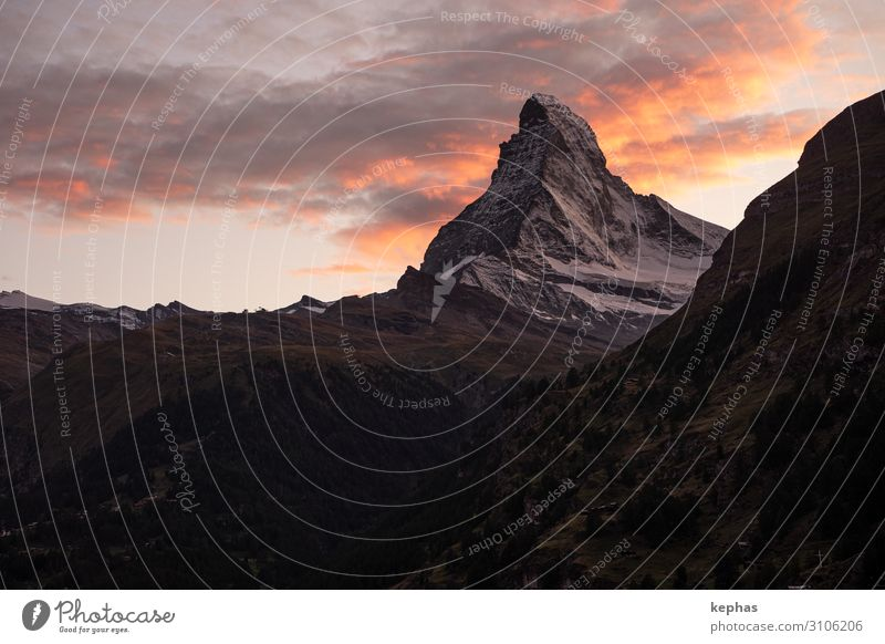 Glowing Matterhorn Himmel Ferien & Urlaub & Reisen Natur Landschaft Wolken Berge u. Gebirge Tourismus orange grau Felsen wandern Kraft Schönes Wetter groß