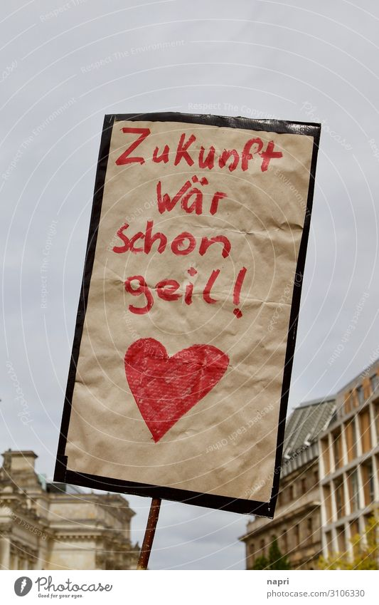 Zukunft wär schon geil! Klimawandel Berlin Hauptstadt Schilder & Markierungen Herz kämpfen Kommunizieren authentisch einzigartig rebellisch Stadt rot Macht Mut