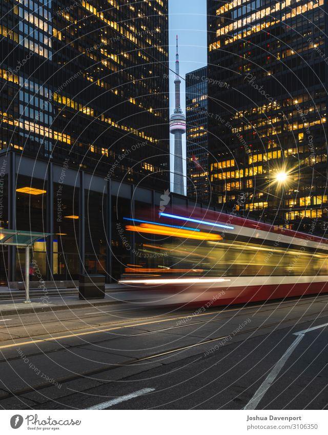 Stadtzentrum von Toronto Ferien & Urlaub & Reisen Tourismus Hochhaus Gebäude Architektur Wahrzeichen Verkehr Öffentlicher Personennahverkehr Straßenbahn