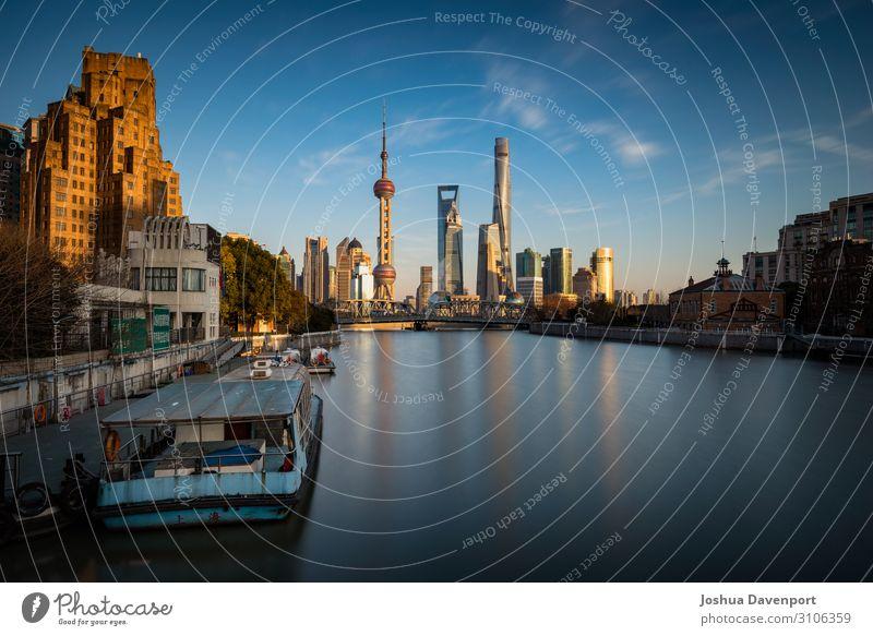 Spätnachmittag in Shanghai Stadt Stadtzentrum Skyline Bauwerk Gebäude Architektur Sehenswürdigkeit Wahrzeichen Bekanntheit neu China Pu Dong Asien