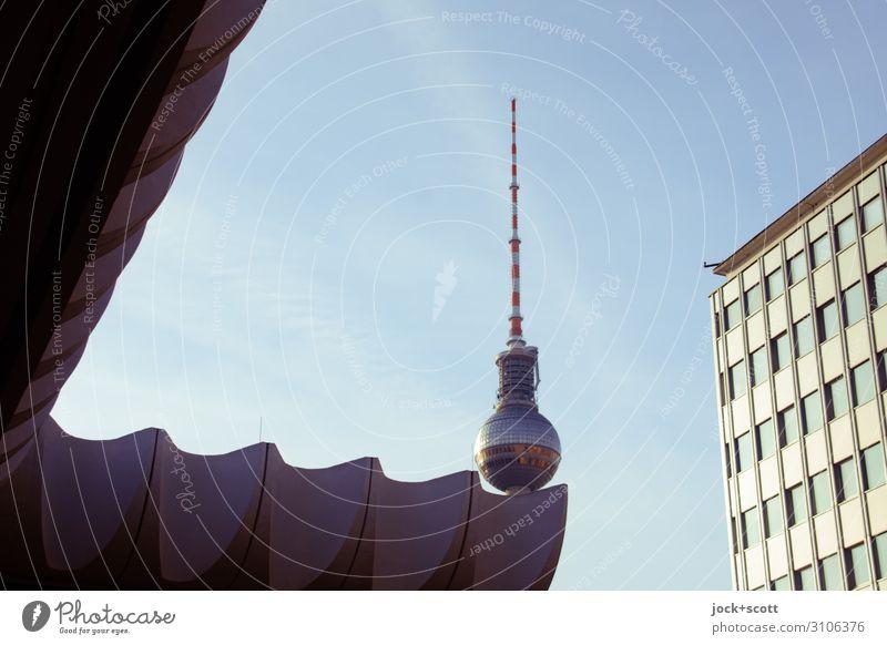 Ballspiel Ferien & Urlaub & Reisen DDR Wolkenloser Himmel Berlin-Mitte Hauptstadt Stadtzentrum Turm Bürogebäude Fassade Sehenswürdigkeit Wahrzeichen