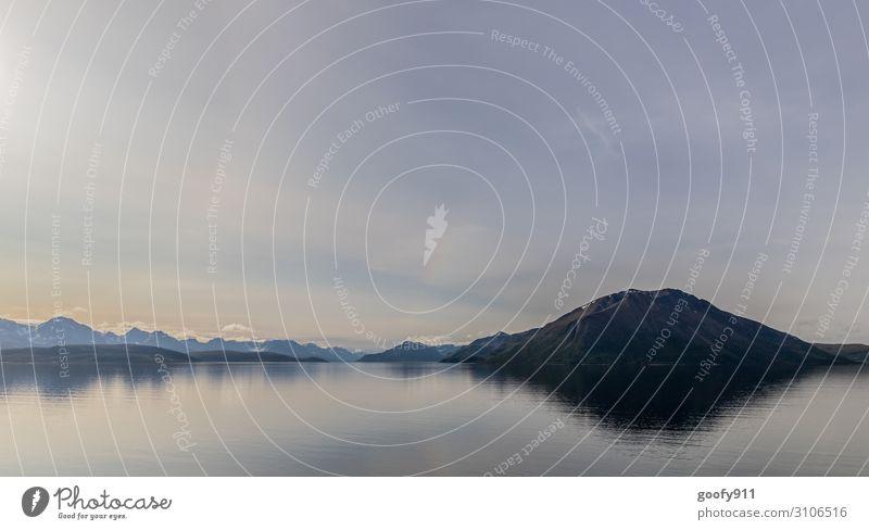 Norwegens bergige Küste Himmel Ferien & Urlaub & Reisen Natur Wasser Landschaft Wolken Einsamkeit Ferne Berge u. Gebirge kalt Schnee Tourismus Freiheit Ausflug