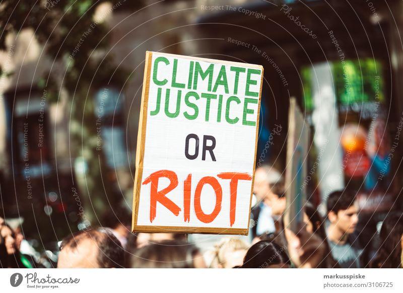 Climate justice or riot Kind Student Desaster Frieden Global Climate Mobilisation Global Climate Strike activist appeal atmosphere Hintergrundbild blue change