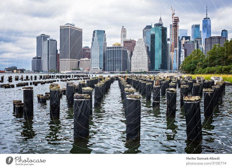 Blick von Brooklyn nach Manhattan Ferien & Urlaub & Reisen Tourismus Sightseeing Städtereise Wasser Himmel Wolken Flussufer East River New York City USA Amerika