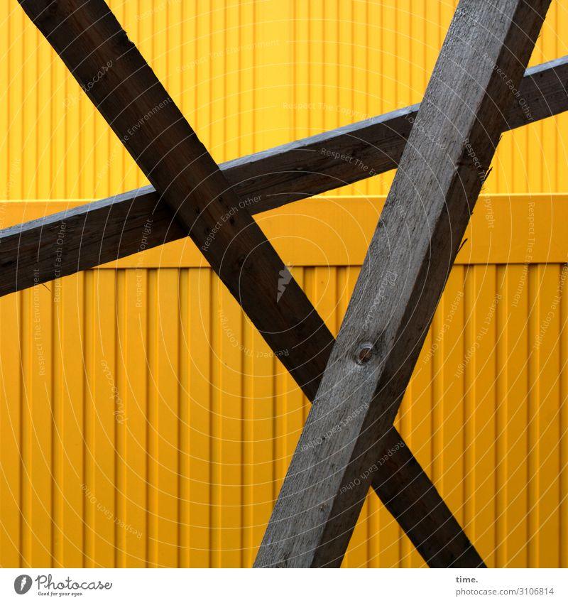 Balkenballett Stadt Holz gelb braun Linie Metall Kommunizieren ästhetisch Kreativität Perspektive Neugier Baustelle Schutz Sicherheit Streifen Netzwerk