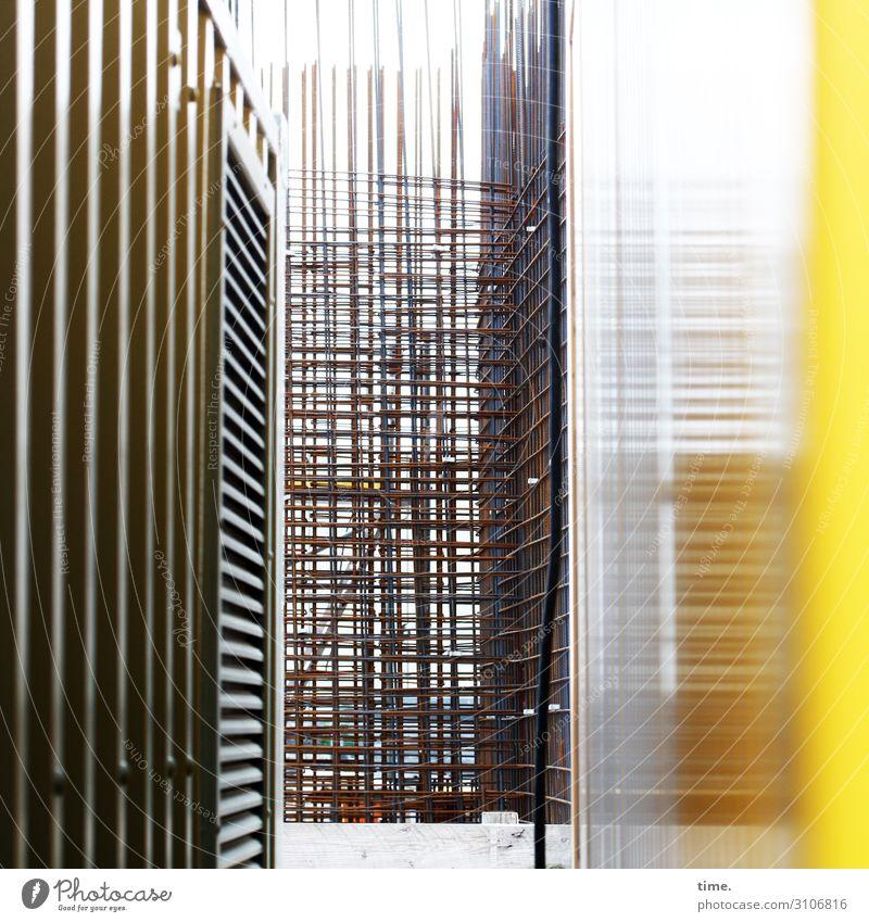 backstage Arbeit & Erwerbstätigkeit Arbeitsplatz Baustelle Handwerk Bauwerk Architektur Stahlträger Glasscheibe Mauer Wand Linie Streifen Netzwerk braun gelb