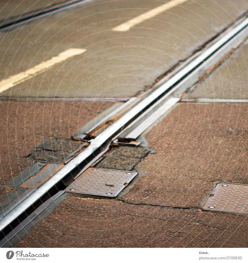 baselines (4) grundlinie linien Straße Asphalt grau gelb Vogelperspektive weiss streifen abgenutzt teer mathematik design chaos schiene schienenverkehr eisen