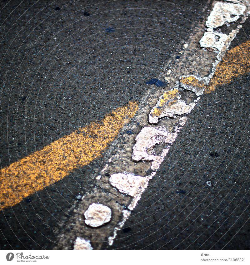 baselines (9) grundlinie linien Straße Asphalt grau gelb Vogelperspektive weiss streifen abgenutzt teer mathematik design