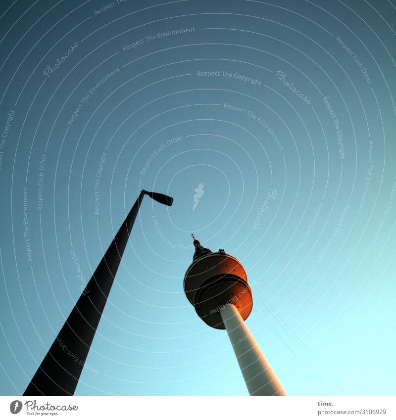 Zuneigung Himmel Hamburger Fernsehturm Bauwerk Architektur Laterne Straßenbeleuchtung hoch selbstbewußt Geborgenheit Sympathie Freundschaft Zusammensein Leben