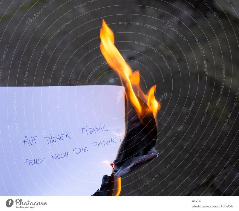 Auf dieser Titanic fehlt noch die Panik Feuer Klima Klimawandel Zettel Schriftzeichen Flamme bedrohlich hell Endzeitstimmung Krise protestieren Rettung Risiko