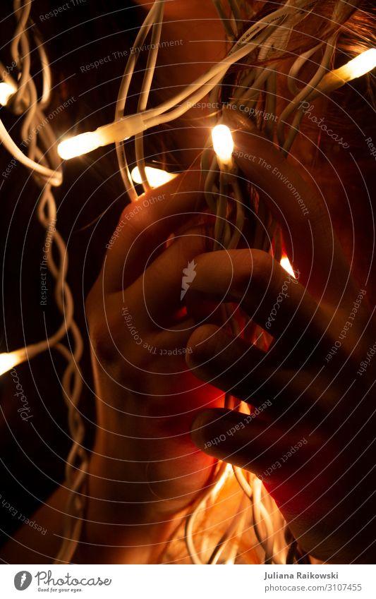 Lichter in meiner Hand Mensch feminin Finger Lichterkette ästhetisch nah schön Wärme gold Stimmung leuchten Weihnachten & Advent Kabel Religion & Glaube Gebet