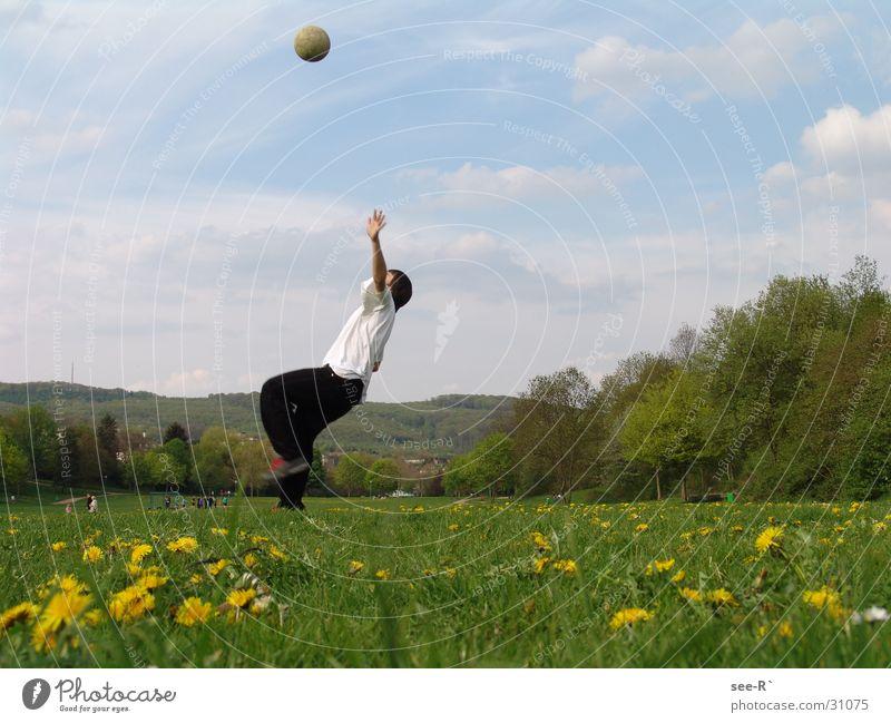 Ready to Play Sport Wiese springen Park Luft Fußball Ball zurückziehen