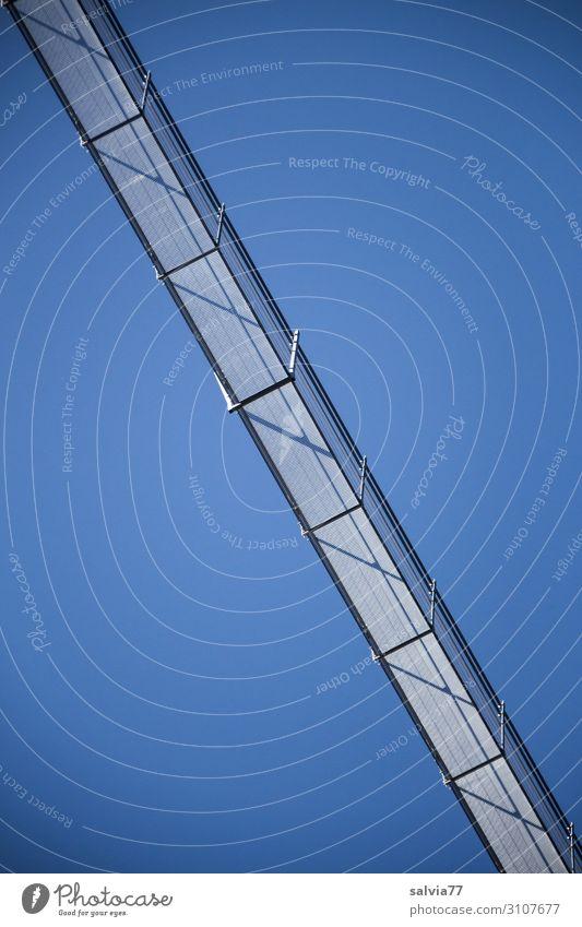 Überquerung Brücke Brückengeländer Himmel Wolkenloser Himmel Metall Stahl Sicherheit Schutz Verbindung Überqueren Farbfoto Außenaufnahme Menschenleer