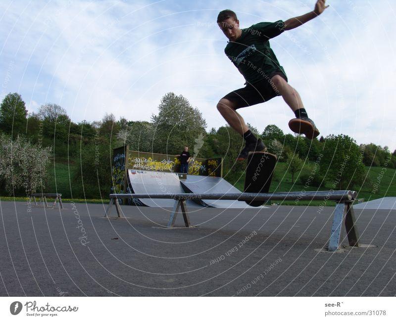 Skater @ Work Skateboarding Kickflip Luft springen Park Sport Oli Rail danger
