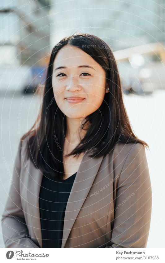 lächelnde asiatische Geschäftsfrau Asien attraktiv schön Schönheit Blazer Business Karriere charmant heiter Chinesisch selbstbewusst Berater korporativ
