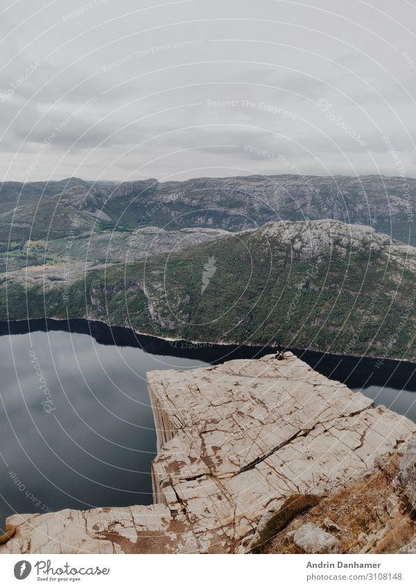 Preikestolen Norway in the morning Umwelt Natur Landschaft Wasser Wolken schlechtes Wetter Felsen Berge u. Gebirge Bucht Fjord Stein genießen wandern blau braun