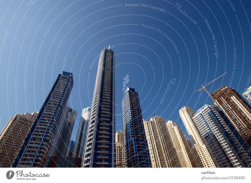 Umzingelt II Dubai Vereinigte Arabische Emirate Naher und Mittlerer Osten Großstadt Hauptstadt Hochhaus Neigung Weitwinkel stürzende Linien Fassade