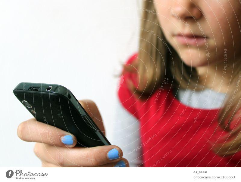 Handynutzung Kindererziehung Bildung Schule Schulkind Bildschirm Technik & Technologie Unterhaltungselektronik Telekommunikation Internet Mädchen Kindheit