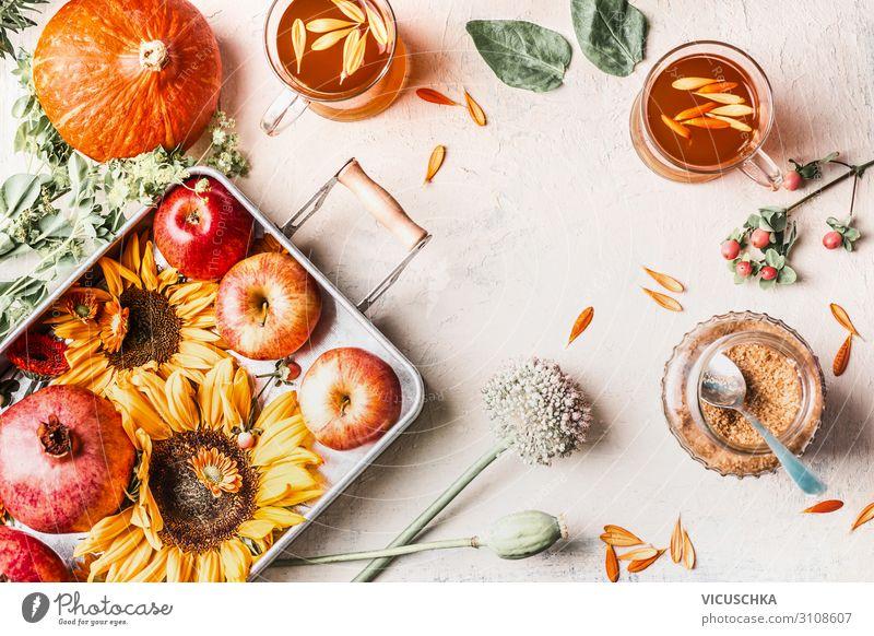 Sonnenblumen, Kürbis, Äpfeln, Blumen und Kräutertee Lebensmittel Gemüse Frucht Ernährung Getränk Heißgetränk Tee Tasse Stil Design Gesunde Ernährung Sommer
