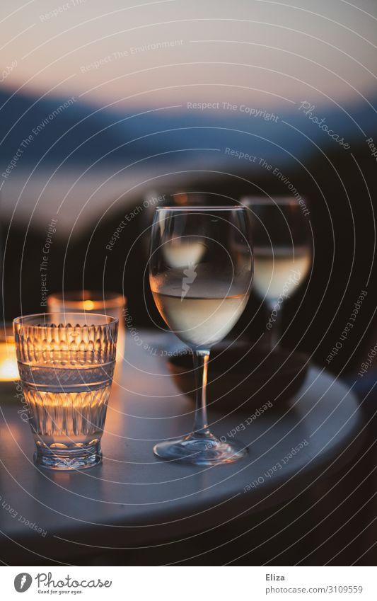 Lauer Sommerabend Getränk Alkohol Wein Erholung Ferien & Urlaub & Reisen Weißwein Außenaufnahme Weinglas Tisch Aussicht gemütlich Romantik Kerze Verabredung